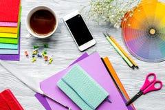Projektanta biuro w zawodu pojęciu na biurka tła wierzchołku rywalizuje Zdjęcie Stock