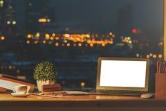 Projektanta desktop z pustym notatnikiem obrazy royalty free