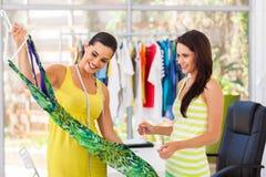 Projektanta seansu suknia klient zdjęcie stock