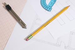 Projekte und Zeichenpapier mit Maßeinteilung mit Bleistift- und Kompasszusammensetzung lizenzfreie stockfotos