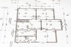 Projektieren Sie ein Haus als Hintergrund Die Idee des Bauens eines Hauses Stockbilder