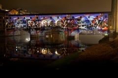 Projektionsleistung auf Ponte Vecchio lizenzfreies stockbild