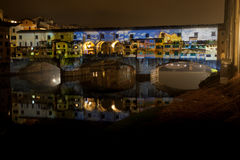 Projektionsshow auf Ponte Vecchio stockfotografie