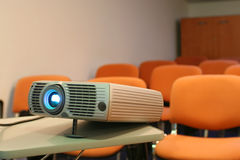 Projektor betriebsbereit zur Darstellung Lizenzfreies Stockbild