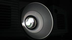 Projektorn sänder en video lager videofilmer