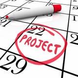Projektstart- eller fullföljandedatum som cirklas på kalenderdag Arkivbilder