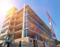 Projektuje budynku zakupy centrum handlowego budowę w miastowym z żurawiami Zdjęcia Stock