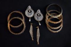 Projekty kolczyki i bangles ustawiający Zdjęcia Royalty Free