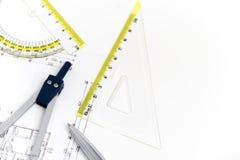 Projet architectural, paires de boussoles, règles et calculatrice Photographie stock libre de droits