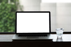 Projet de fond d'espace de travail nouveau sur l'ordinateur portable avec c vide Photo libre de droits