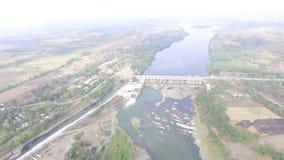 Projet de gouvernement de pont de déversoir de barrage de rivière Mini Hydro Electric et d'irrigation de Magat le matin brumeux A banque de vidéos