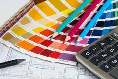 Projet intérieur avec la palette, les échantillons en cuir, les crayons et le CALC Image stock