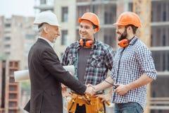 Projet masculin de profession d'ingénierie de construction de bâtiments de travail images stock