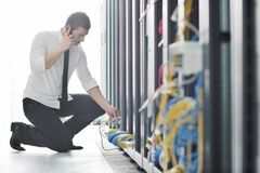 Projeta a fala pelo telefone no quarto da rede Imagem de Stock Royalty Free
