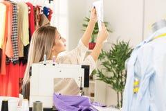 Projetando a roupa Fotos de Stock