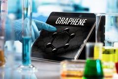 Projete o trabalho no laboratório de pesquisa com a tabuleta e Foto de Stock