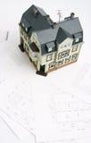 Projete para um edifício e uma giga da casa futura Fotos de Stock Royalty Free