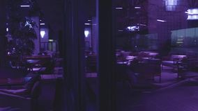 Projeto bonito do restaurante vazio na noite video estoque