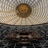 Projeto a céu aberto de uma abóbada feita do vidro e do metal Foto de Stock