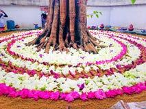 Projeto cingalês das flores do templo fotografia de stock