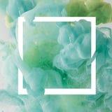 projeto criativo com pintura de fluxo de turquesa no quadro do quadrado branco foto de stock royalty free
