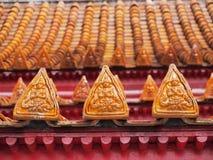 Projeto da arte do ângulo no telhado do templo de mármore Fotos de Stock