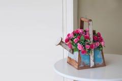 Projeto da cesta da flor Fotos de Stock Royalty Free