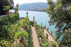 Projeto da paisagem na ilha de Isola Bella no lago Maggiore em Itália fotos de stock