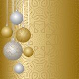 Projeto de cartão do ano novo com as bolas do Natal que penduram na fita Coleção das quinquilharias com ornamento ilustração stock