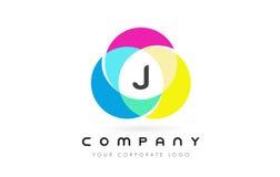 Projeto de letra circular colorido de J com cores do arco-íris ilustração royalty free