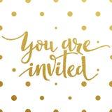 Projeto de rotulação do ouro para o cartão você é convidado Fotografia de Stock Royalty Free