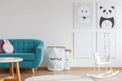 Projeto de Scandi da sala da criança imagens de stock royalty free