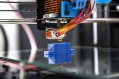 projeto de trabalho do yelement do mecanismo da impressora 3d do dispositivo durante os processos Foto de Stock