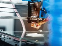 projeto de trabalho do yelement do mecanismo da impressora 3d do dispositivo durante os processos Fotos de Stock Royalty Free