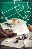 Projeto, desenho e medição na oficina do vinate Imagem de Stock Royalty Free
