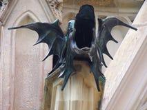 Projeto do dragão em uma extremidade de tubulação da água Fotos de Stock