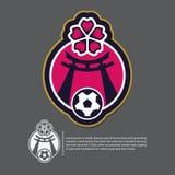 Projeto do logotipo do futebol ou do futebol no conceito de Japão Tempalt da identidade da equipe de esporte Vetor Fotografia de Stock