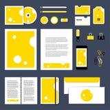 Projeto do molde dos artigos de papelaria do vetor com queijo triangular da parte Fotos de Stock