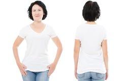 Projeto do t-shirt e conceito dos povos - fim acima da mulher de meia idade no t-shirt branco vazio, camisa dianteiro e traseiro  imagens de stock