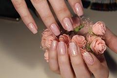 Projeto do tratamento de mãos no cinza com sparkles Imagem de Stock Royalty Free