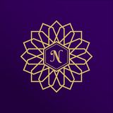 Projeto dourado do logotipo da cidade Logotype geométrico árabe novo do vetor Emblema luxuoso, tipo ou nome da empresa do ouro Íc ilustração stock