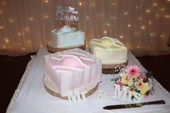 Projeto extravagante francês moderno do bolo de casamento foto de stock royalty free