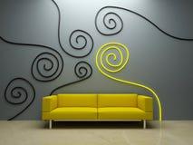 Projeto interior - sofá amarelo e parede decorada Fotos de Stock Royalty Free