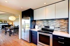 Projeto moderno da sala da cozinha Fotografia de Stock Royalty Free