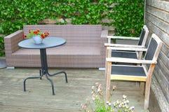 Projeto moderno do jardim em casa para o estilo de vida na moda Fotografia de Stock