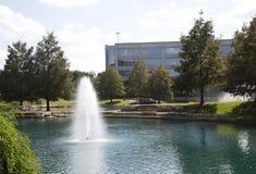 Projeto moderno dos prédios de escritórios e das paisagens imagem de stock royalty free