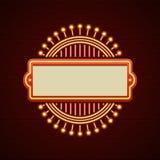 Projeto retro do sinal de Showtime Quadro de ampolas do Signage do cinema e lâmpadas de néon no fundo da parede de tijolo Imagens de Stock Royalty Free