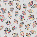 Projeto sem emenda alinhado étnico apagado do teste padrão do fundo do papel de parede do vetor abstrato colorido das folhas Folh fotografia de stock