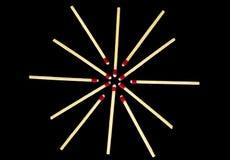 Projeto simples da estrela com os fósforos, isolados Imagens de Stock