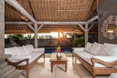 Projeto tradicional e antigo da casa de campo do estilo do Balinese Foto de Stock